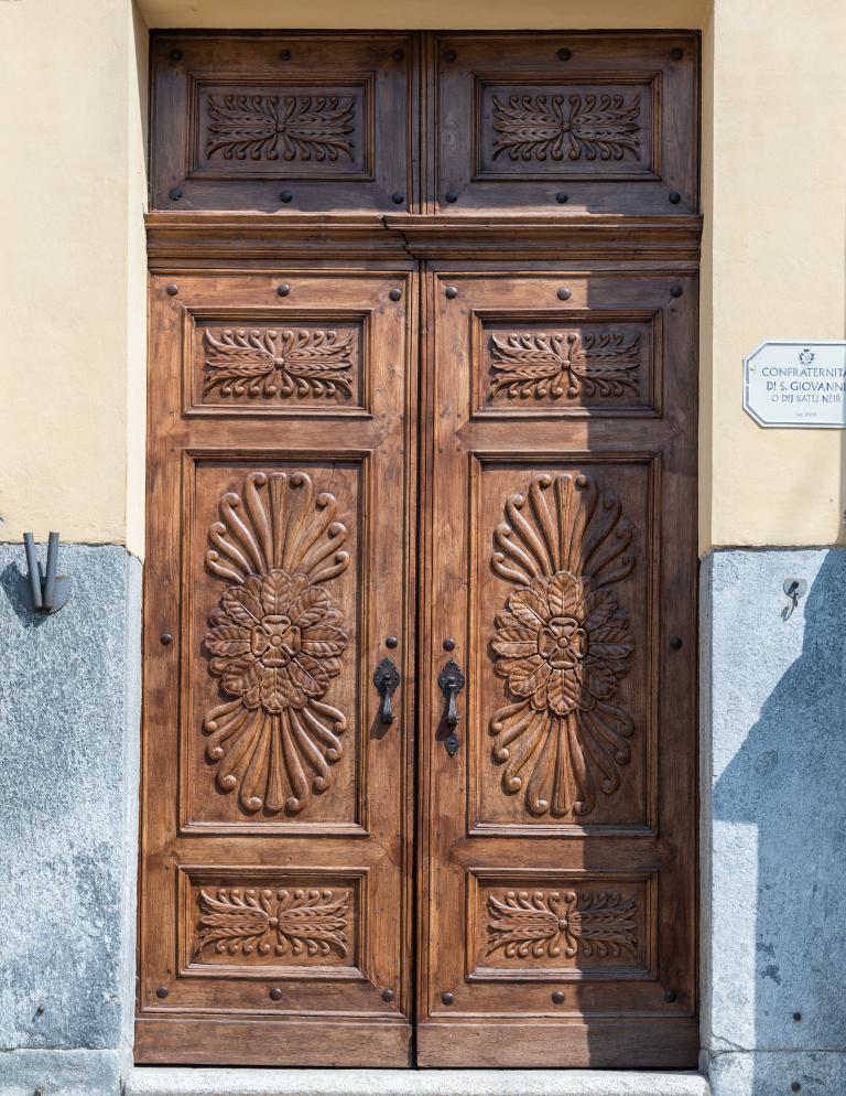 Porta d'ingresso della chiesa di San Giovanni a Canale