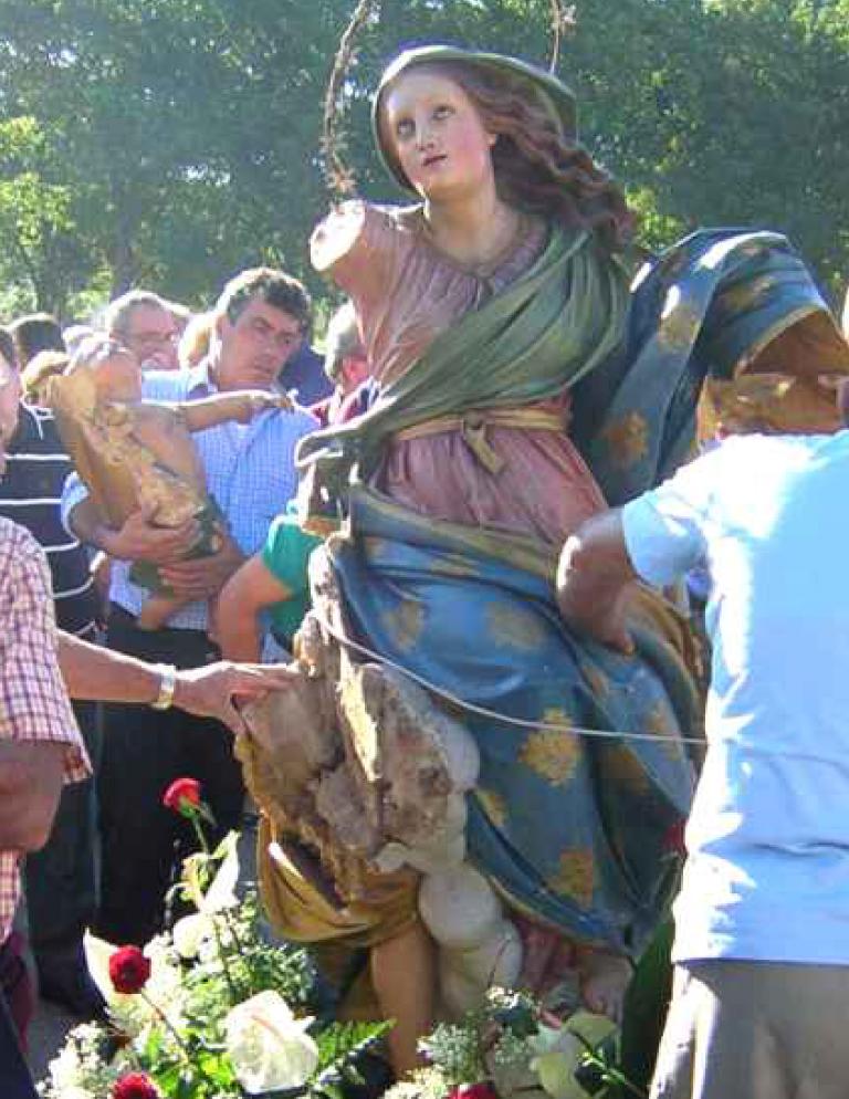 La statua lignea della Madonna Assunta di Corneliano d'Alba nel 2005