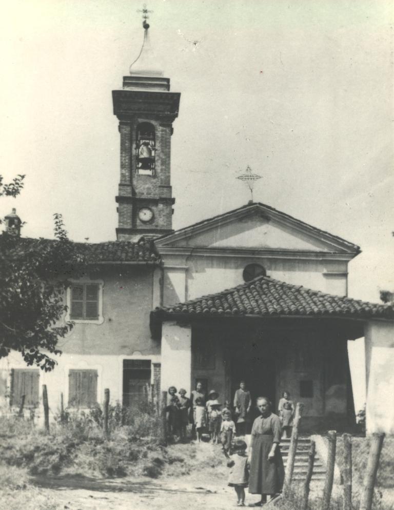 La chiesa parrocchiale nella frazione Gianoli di Montà nel 1948