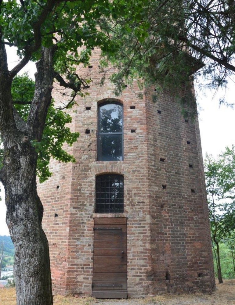 La torre decagonale di Corneliano d'Alba