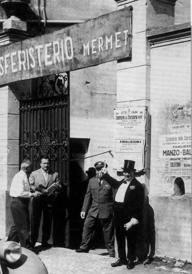 lo storico ingresso dello sferisterio Mermet di Alba
