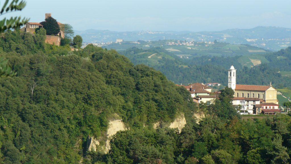 La rocca tra il brich' la Furnasa, La Parrocchiale e il castello di Monteu Roero