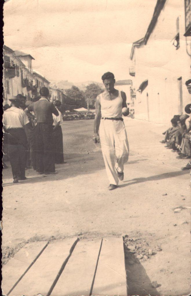 il campione Augusto Manzo nel 1953