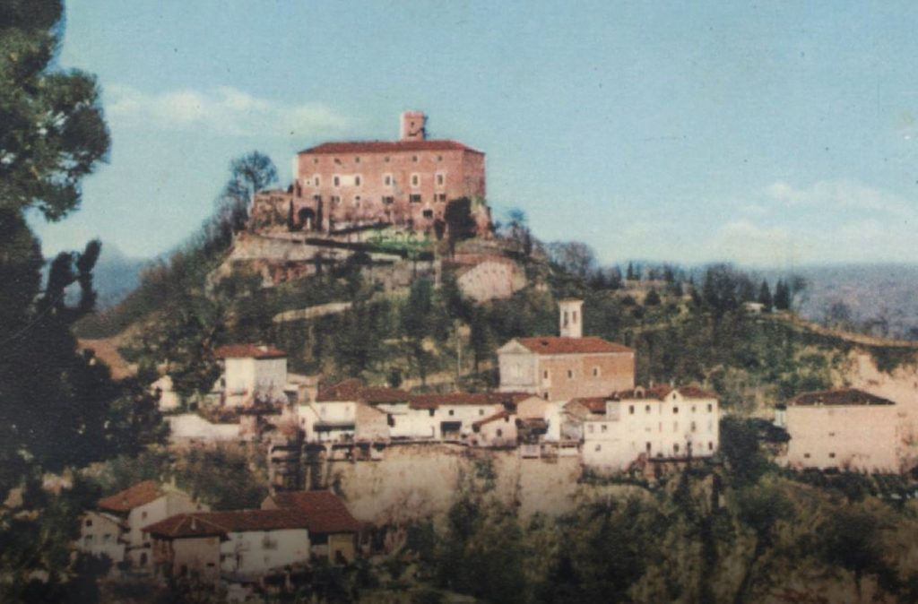 La Chiesa di San Bernardino in una cartolina d'epoca di Monteu Roero