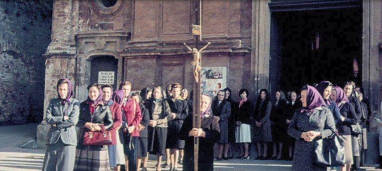 Guarene foto storica della Compagnia di Santa Elisabetta